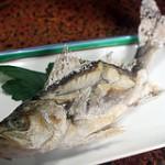 魚の骨が刺さった時の対処方法