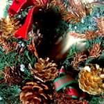 クリスマスの雰囲気を盛り上げる!クリスマスリースを飾る意味と作り方とは?